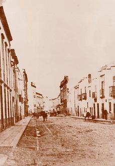 La calla de Triana en torno al año 1900, sin apenas nadie de gente.