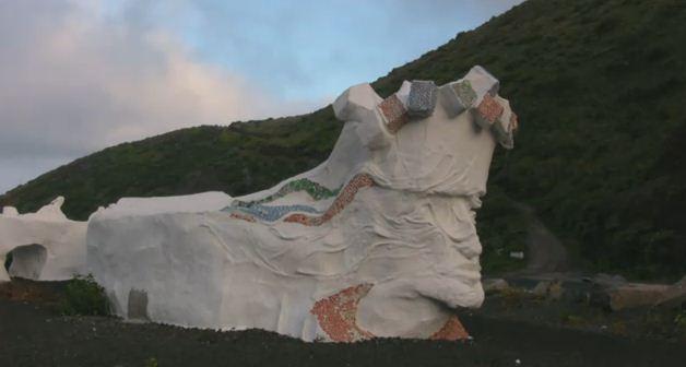 """Rubén Armiche y su Reutilizart: la escultura """"Homenaje a la Bajada"""" de El Hierro"""