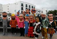 Del desfile tradicional a las batucadas y comparsas